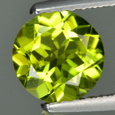 A PAIR OF 4mm ROUND-FACET STRONG-GREEN NATURAL AFGHAN PERIDOT GEMSTONES