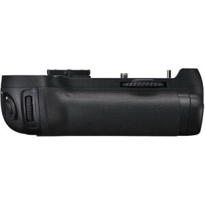 AUTHENTIC NIKON  MB D12 Grip for D800 / D810