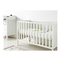 Crib, mattress, waterproof cover & bed sheets