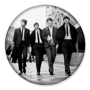 The-Beatles-Walking-25mm-1-Pin-Badge-Button-Iconic-Lennon-McCartney-Ringo-Band