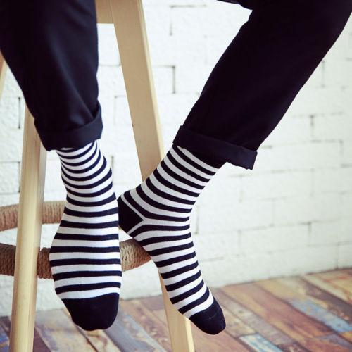 Fashion Unisex Casual Cotton Socks Black and White Striped M