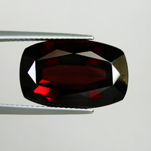 15.68 ct WONDERFUL DARK ORANGE - RED NATURAL SPESSARTITE GARNET - CUSHION 3221