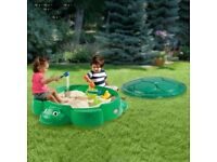 Brand New Little Tikes Kids Sandpit Childrens Turtle Sandbox with Lid in Green