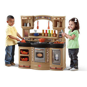 Step 2 Play Kitchen with Accessories