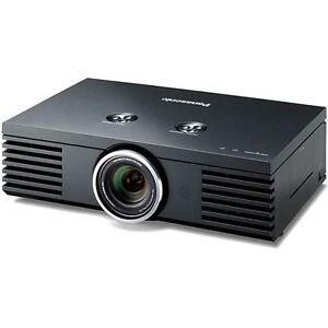 Projecteurs et écrans en très bonne conditions