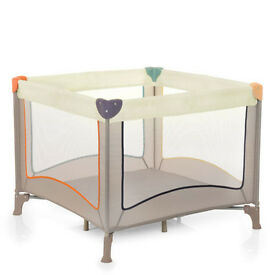 Large mobile playpen