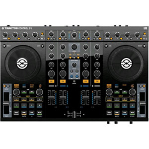 Native Instruments Traktor Kontrol S4 with flight case