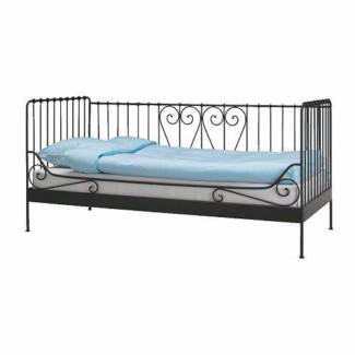 Iron Day Bed (single) with mattress included