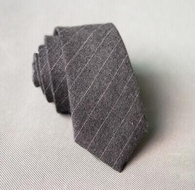 Cravatta cravattino slim sottile grigia a righe bianche uomo donna elegante