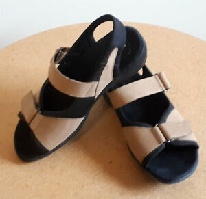 Like New Pair of Womens Naturalizer Velcro Sandals Shoes