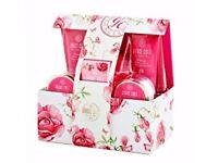 Grace Cole Romantic Rose Deluxe Pamp Bath/Shower Set Gift