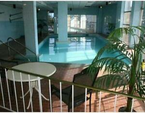 2 bedroom condo, near Down town, river valley and university!