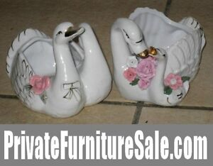 Pair of matching Ceramic Statues/figurines of 2 Swans