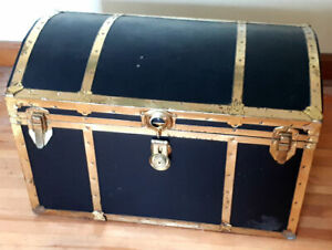 Vintage 1970's Treasure Chest Storage Trunk With Original Key!