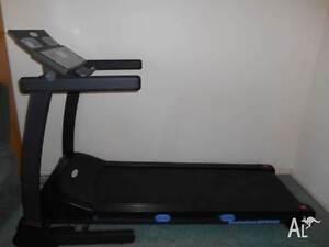 Treadmill - Evolution EV8000 Almost NEW Middleton Grange Liverpool Area Preview