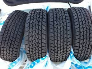 SET OF 4 WINTER TIRES 255 60 R 19 TOYO WITH 85%