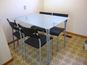 Dining set with 4 chairs and tempered glass top
