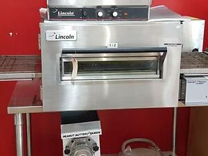 Lincoln 1132 Electric Conveyor Pizza Oven - Only Used 6 Months