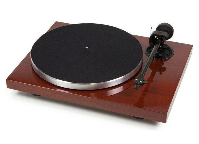 Pro-Ject 1Xpression Carbon Classic Turntable; Mahogany; Ortofon 2M Silver (New)