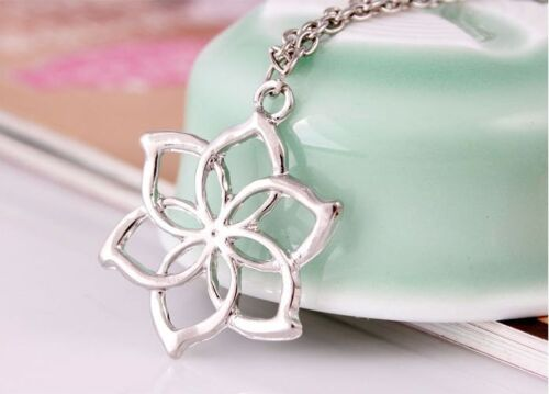 Fashion galadriel queen lord of the rings elves hobbit flower fashion galadriel queen lord of the rings elves hobbit flower pendant necklace aloadofball Images