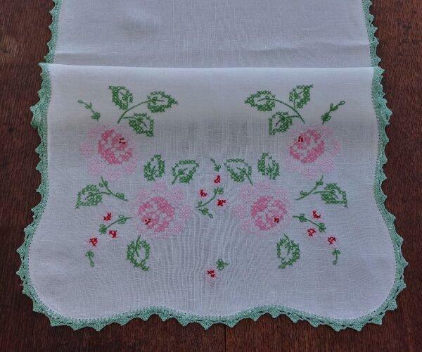 True Vintage Linen Table Runner Pink Roses Jadeite Green Crochet Lace