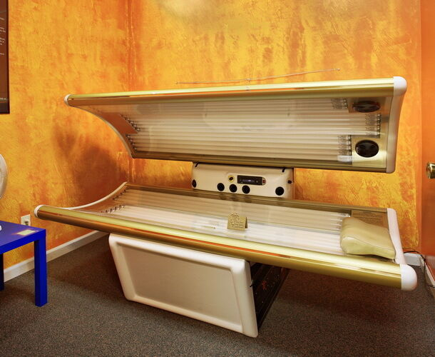 Tan America VIP  3200 Commercial Tanning Bed - USED