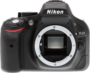Nikon D5200 (body with 2 batteries)