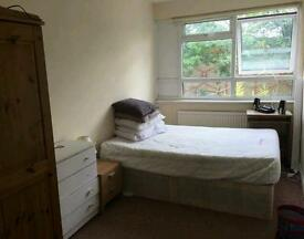 Double room to rent in Stratford for a month.