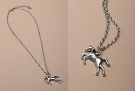 "15"" Silver coloured horse pendant necklace. - JTY317"