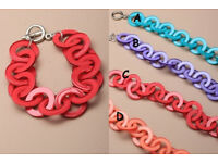 Brightly coloured entwined plastic rings bracelet - JTY125