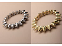 Plastic spiked stretch bracelet. AVAILABLE IN SILVER ONLY - JTY083