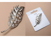 Silver coloured Leaf brooch. Size : 5cm - JTY209