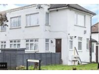 2 Bed 1st floor flat with own parking and garden to rent in Harrow - Albert Road