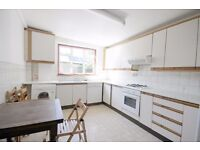 Well Presented 4/5 dbl bed Maisonette, Wood Floor, neutral decor, Kitchen/Diner