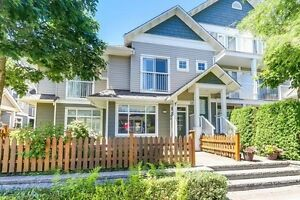 STUNNING TOWNHOUSE IN STEVESTON ; 2 Bed/3 Bath with Front/Back y