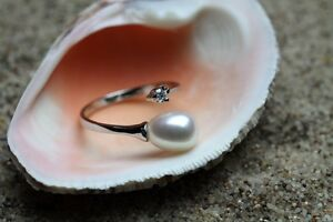Beautiful Hallmarked 925 Sterling Silver Freshwater Pearl Adjustable Ring