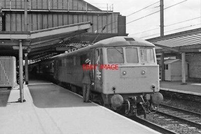 PHOTO  CLASS 86 AT  PRESTON RAILWAY STATION  1985