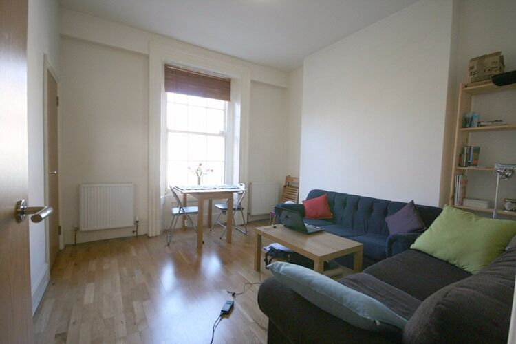 Well Presented, Bright, Modern, Wood Floors, Convenient Location, Recently decorated
