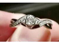 Stunning 18ct Diamond Ring Colour E £1299 New