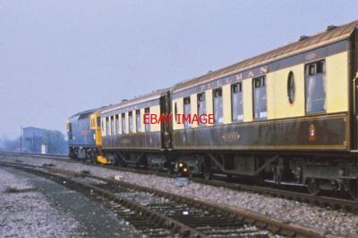 PHOTO  PULMANS COACHES  AT READING WEST 1980S