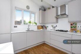3 bedroom flat in Earlsfield Road, London, SW18 (3 bed) (#1171327)