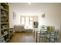 A stunning and modern 1 double bedroom flat with a private balcony located in Holloway