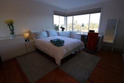 Large furnished room now available in friendly Macquarie home!