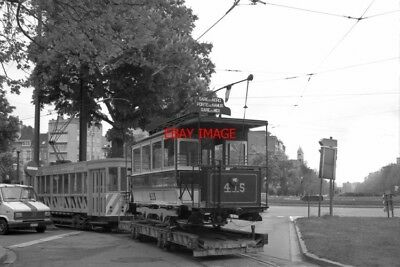 PHOTO  1994 BELGIUM BRUSSEL TRAM MONTGOMERY TRAM NO 415 (ON TRAILER)