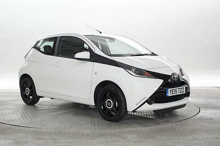 2015 15 reg toyota aygo 1 0 x play white 5 standard petrol manual in west london london. Black Bedroom Furniture Sets. Home Design Ideas