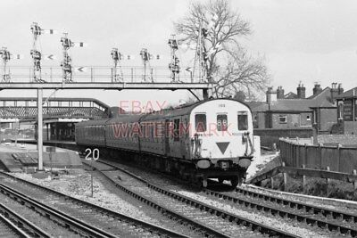 PHOTO  SR CLASS 205 DEMU 'THUMPTER' NO 1102 AT ST DENYS RAILWAY STATION 1980