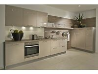 HIGH GLOSS KITCHEN IN CASHMERE
