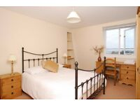 Large double room on the Hoe