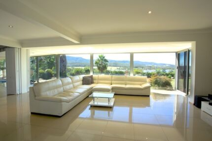 URGENT MUST SELL - LUXURY HOME WITH DIRECT LAKE ACCESS Lake Eildon Mansfield Area Preview