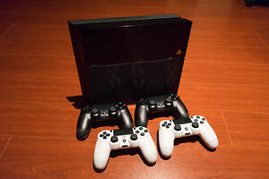 Sony PS4 + 4 Controllers